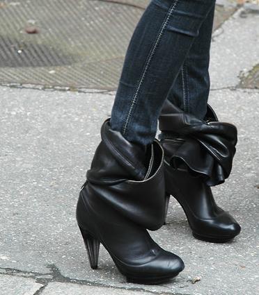 Shoetying