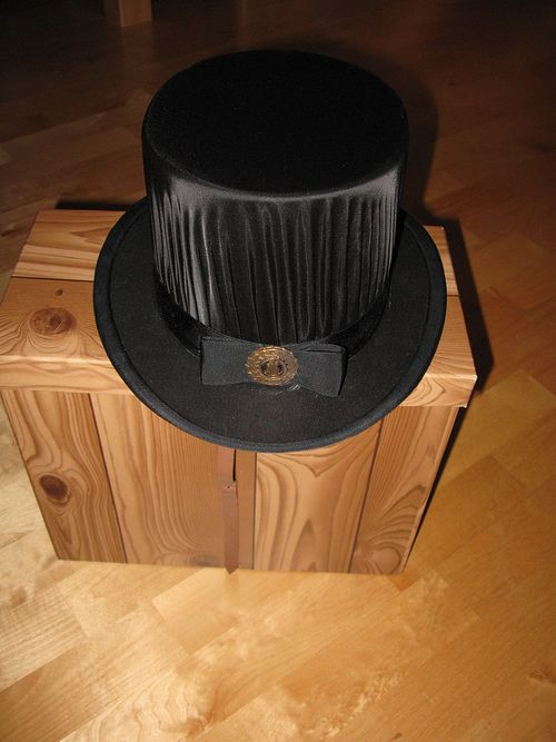 800px-Finnish_doctoral_hat