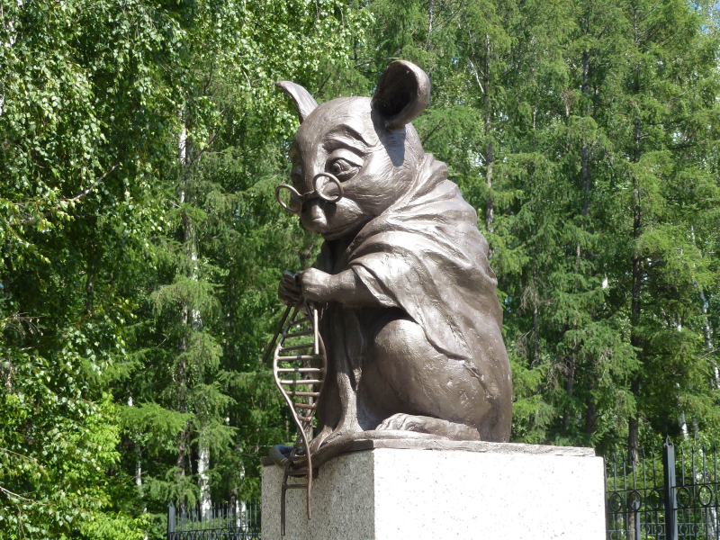 Monument_to_lab_mouse-1