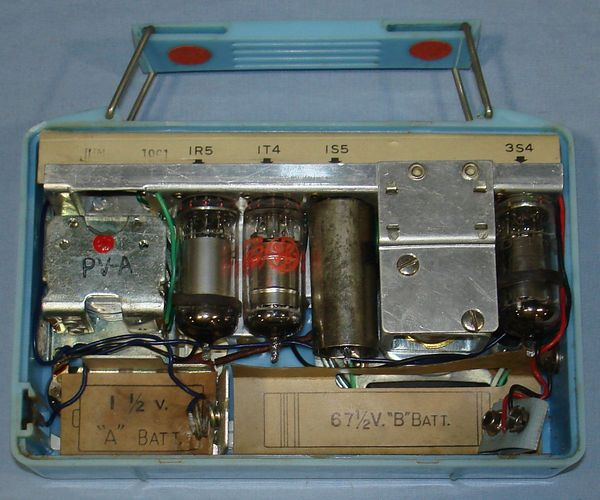 HARPERS_JAPANESE_SMALL_TUBE_PORTABLE_BROADCAST_PERSONAL_RADIO_GK-501_BATTERY_COMPARTMENT
