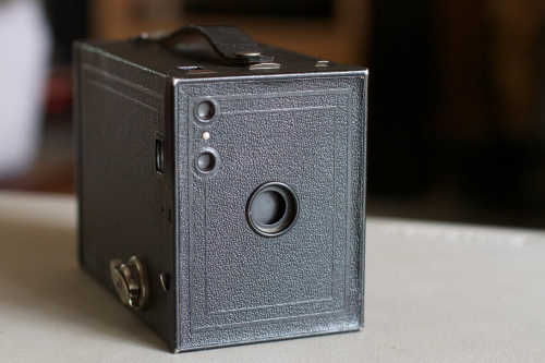 2560px-2014-365-233_The_Basic_Brownie_Camera_(14809795240)